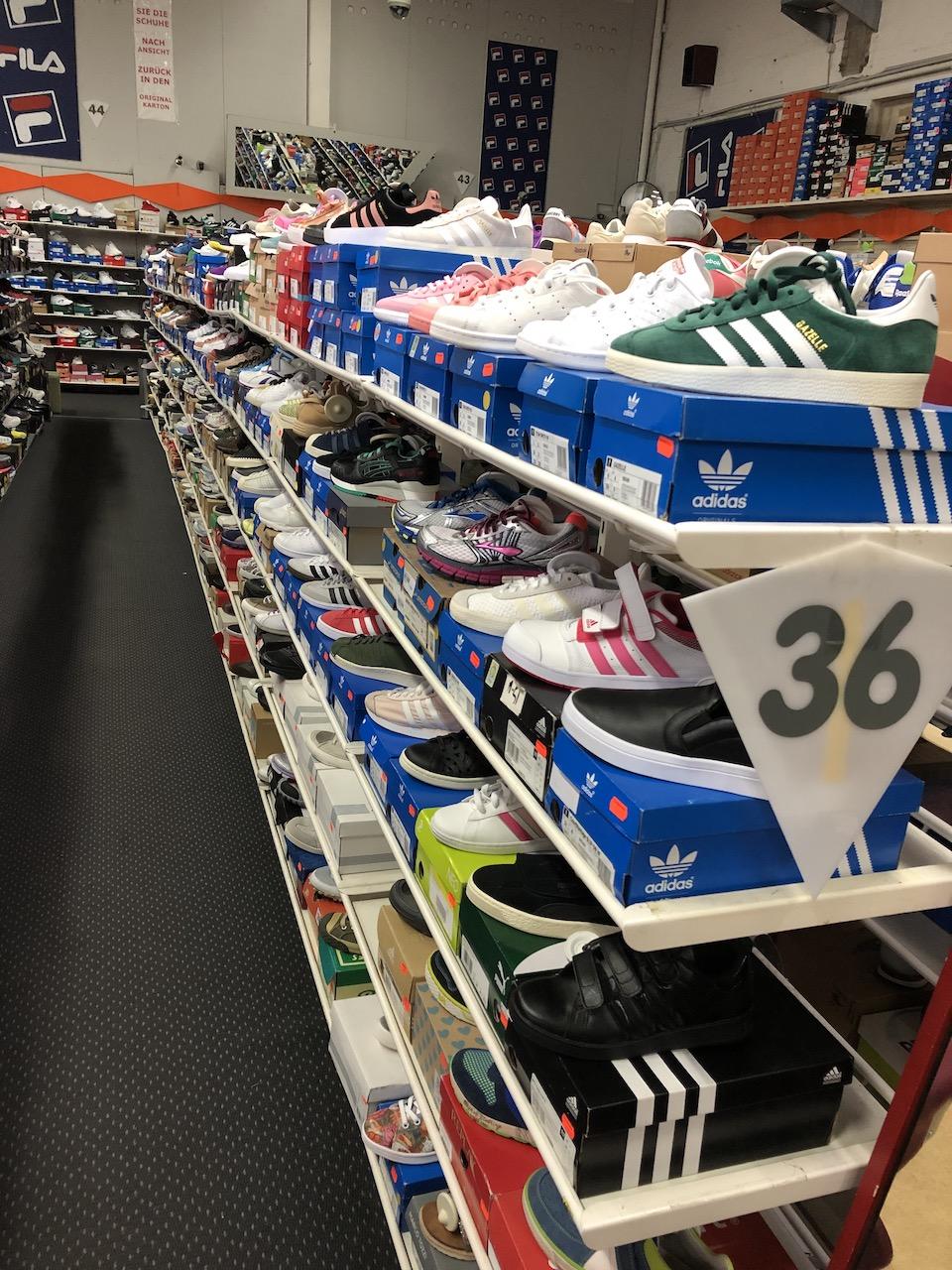 Marken Sportschuhe Adidas, Reebok, NB...